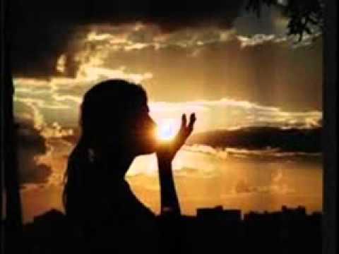 canciones de la iurd - esta canción cantada en la IURD llega al corazón, cuantas veces no nos hemos sentidos solos y tristes pero Dios esta ahí para salvarnos.