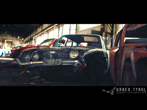 Urban Exploration / abandoned Garage with classic cars