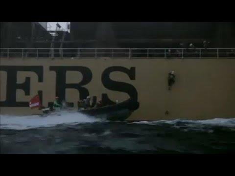 Greenpeace: Έφοδος ακτιβιστών σε τάνκερ που μετέφερε φοινικέλαιο…