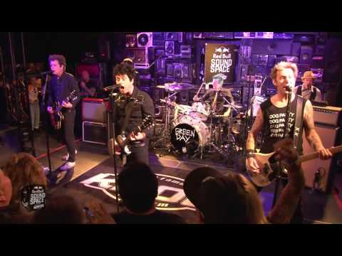 Green Day - Holiday (Live at KROQ)