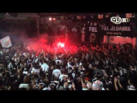 gol na final libertadores - Veja como foi a festa corintiana após o empate com o Boca no primeiro jogo da final da Libertadores.