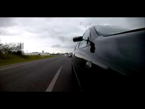 Lanos blokował pas dla jego Porsche! Gdy mrugnął światłami to się ostro zdziwił :D
