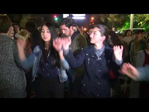 Երգ ու պար Ֆրանսիայի հրապարակում - DomaVideo.Ru