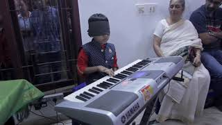 Blindfolded keyboard play by 7 year old kid @Beethoven music school(Mr.Jaikeey),Ch-87