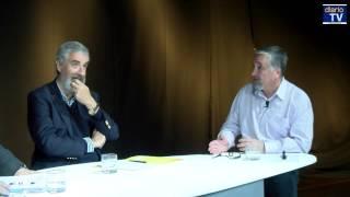Felipe Pozo conversa con los economistas Víctor Salas y Andrés Solimano