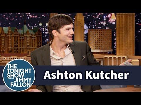 Ashton Kutcher Can't Stop Singing Moana (видео)