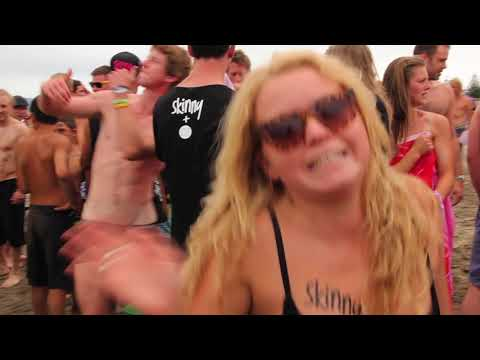 בחורות ערומות - Click here to watch The Skinny Dip - Guinness World Record Gisborne 2013 https://www.youtube.com/watch?v=VKgK-lSLINQ Warning contains nude people, lots of nu...