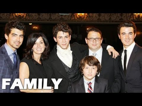 Nick Jonas Family Pictures || Father, Mother, Brother!!!