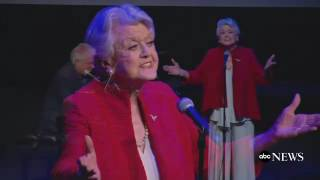 Video Angela Lansbury Sings 'Beauty and the Beast' at Lincoln Center MP3, 3GP, MP4, WEBM, AVI, FLV Oktober 2017