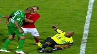 Curtam nossa página: http://www.facebook.com/LeandroSportsVideos Ferreira, irritado com a expulsão, empurra o árbitro Marcos Mateus Pereira. Em seguida, Aure...