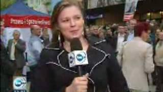 PiSowski fanatyk uderza w kamerę TVN!