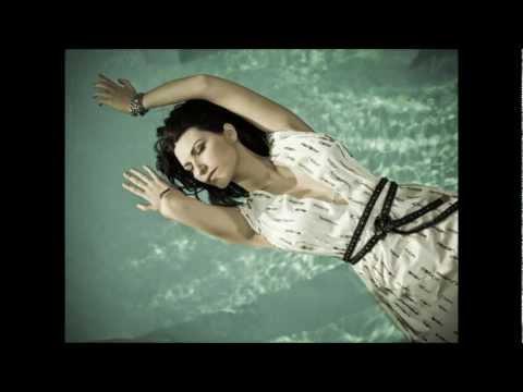 , title : 'Laura Pausini - Bellissimo Così / Asì (ITA vs. ESP version) Letra / Lyrics'