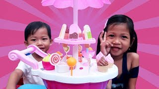 Video Mainan Anak Ice Cream Cart Toys Jualan Es Krim Cone Popsicle Lolipop Drama Anak Kakak Sayang Adik MP3, 3GP, MP4, WEBM, AVI, FLV April 2019