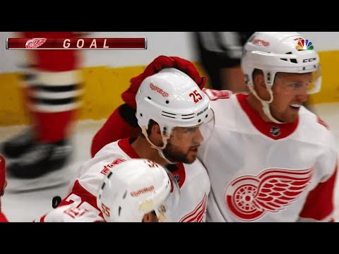 Video: Mike Green takes pass, one times it past Jeff Glass