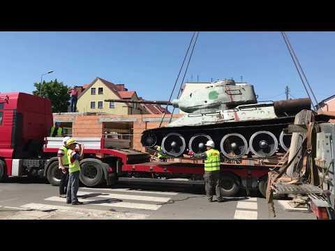 Wideo: Demontaż sowieckiego czołgu w rynku w Ścinawie