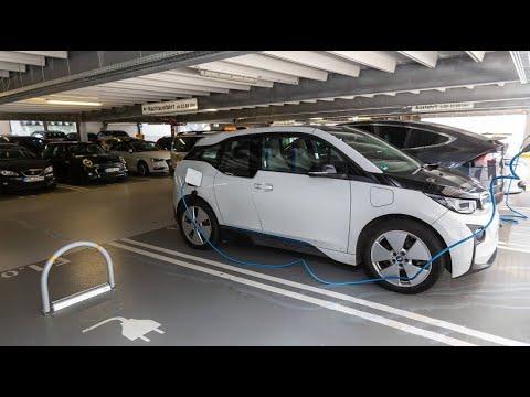 App macht's möglich: Freie Parkplätze für E-Autos zum Aufladen