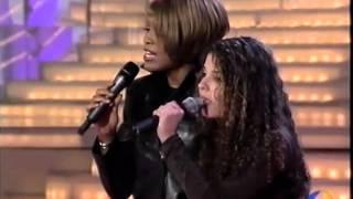 Whitney Houston canta con una fan en sorpresa sorpresa
