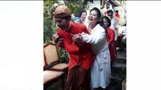 Video Begini Ekspresi Kahiyang saat Digendong Jokowi Usai Siraman MP3, 3GP, MP4, WEBM, AVI, FLV Februari 2018