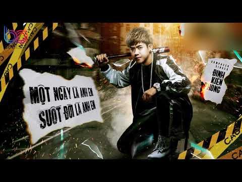 Một Ngày Là Anh Em Suốt Đời Là Anh Em - Đinh Kiến Phong    Video HD Lyrics    - Thời lượng: 4 phút và 8 giây.