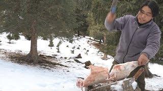 Video 【野食小哥】之一個人,半隻羊,在零下30度的雪山上煮了一大盆羊肉蝎子火鍋 MP3, 3GP, MP4, WEBM, AVI, FLV Desember 2018
