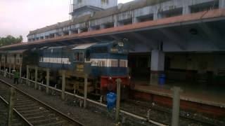 Chiplun India  city images : Indian Railways Bikaner Coimbatore AC Express entering Chiplun Station.