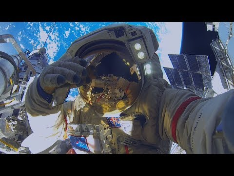 Репортаж окрайнем выходе воткрытый космос российских космонавтов.