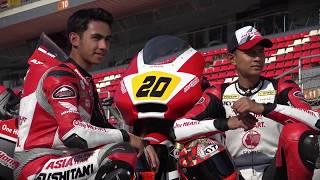 "Penampilan Apik Dimas Ekky dan Andi Gilang di CEV MotoGPPenampilan apik dua pembalap Indonesia di ajang FIM CEV Repsol menjadi sorotan media, mereka berdua berjuang maksimal untuk team Astra Honda Racing Team Indonesia Video CreditPrensaSport https://www.youtube.com/channel/UCLEkbHqVq-Xvx9xwAVs6vXg------------------------------Terimakasih Sudah Menyaksikan! Thanks For Watching! Channel ini berisi berita Informasi Seputar Dunia Balap Grand Prix serta Klip / Video Para Pembalap Indonesia di kancah internasional.Jangan Lupa untuk:1. Like2. SUBSCRIBE3. Share4. CommentTerimakasih yang sudah Berkunjung dan Subscribe berlangganan channel saluran ini.Mohon maaf jika masih banyak kekurangan.Follow HereSubscribehttp://www.youtube.com/c/GPManiaIndonesiaTwitterhttps://twitter.com/GPManiaIndoFacebookhttps://www.facebook.com/gpmaniaindonesiaG+https://plus.google.com/u/0/116450608444653656711====================COPYRIGHT NOTICE CLAIMSPlease if you have any issue with the content used in my channel or you find something that belongs to you, before you claim it to youtube SEND ME A MESSAGE and i will DELETE it right away , I have WORKED REALLY HARD for this channel and i can't start all over again , Thanks for understanding ""Copyright Disclaimer""Under Section 107 of the Copyright Act 1976, allowance is made for ""fair use"" for purposes such as criticism, comment, news reporting, teaching, scholarship, and researc"