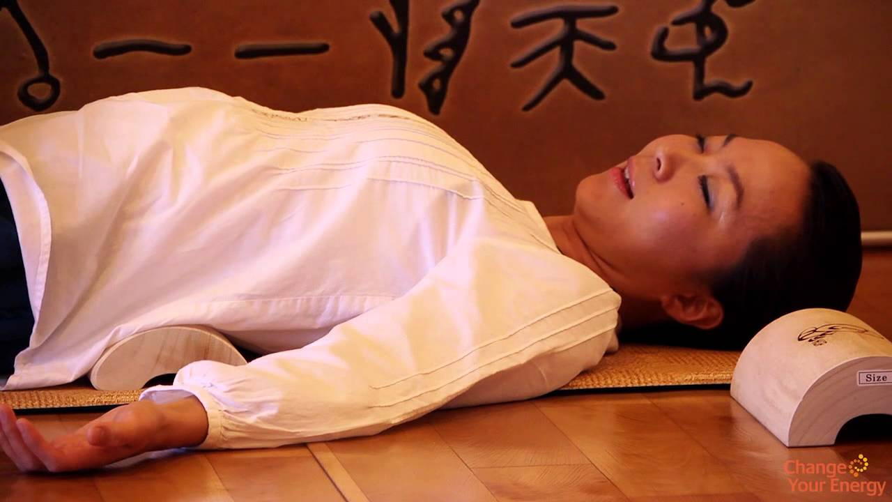 Using the Wooden Pillow for Health and Flexibility