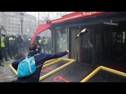 Λεηλασίες και εμπρησμοί καταστημάτων στο Παρίσι