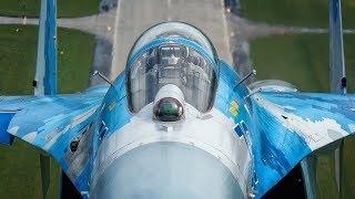 """Su-27 Podczas Aerobaltic i prawie """"pocałunek"""" w locie z fotografami."""