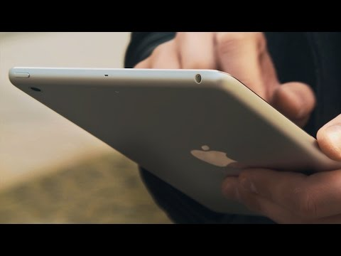 Retina - Обзор iPad mini 2 с дисплеем Retina от Rozetked.ru Спонсор выпуска компания iCult.ru, вы можете приобрести iPad mini 2 с дисплеем Retina в этом магазине: htt...