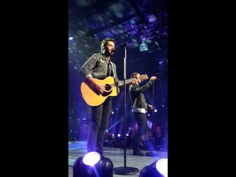 Thomas Rhett and Nick Jonas Perform