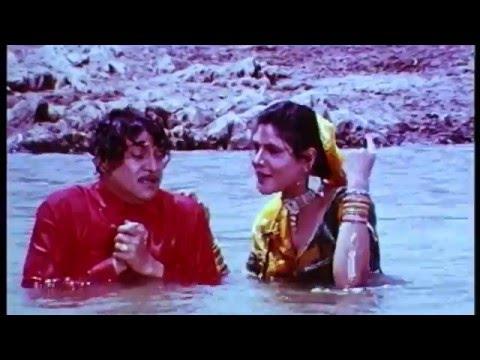 Video Mari Matali Ne Kankaro Naa Mar | Gujarati Romentic Song |Naresh Kanodiya|Sadhana saragam|Praful Dave download in MP3, 3GP, MP4, WEBM, AVI, FLV January 2017