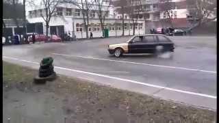 Mocny koniec popisów! Drift starym BMW na szkolnym boisku z niespodziewanym finałem :D