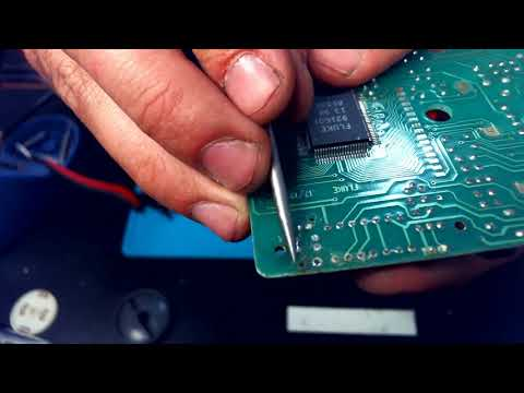 Dead Fluke 17 Repair- Fixing Water Damage on a Multimeter, Part 1