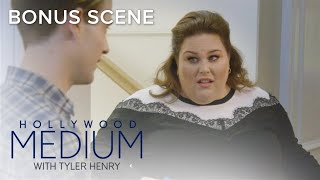 Video Tyler Henry & Chrissy Metz Get Their Selfie Game On | Hollywood Medium with Tyler Henry | E! MP3, 3GP, MP4, WEBM, AVI, FLV Juni 2018