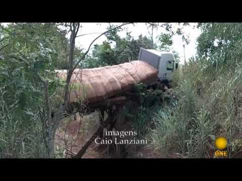 Caminhão quebra ponte da Chave Madeiral - TV ONE