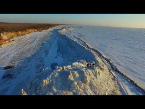 Τεράστιο τείχος από πάγο σχηματίστηκε στη λίμνη Σινγκάι