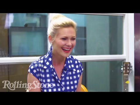 Kirsten Dunst - Kirsten Dunst stopped by Peter Travers' office at Rolling Stone headquarters to chat about her love of the reality show The Bachelor, her experience comparin...
