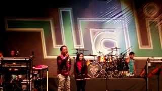 Video Nenekku Pahlawanku Nur Amira Syahira Feat Wali Band LIVE in JOHOR MP3, 3GP, MP4, WEBM, AVI, FLV November 2018