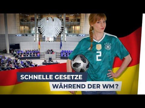 WM 2018: Das macht die Politik, während du Fußball guckst!