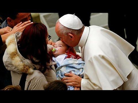 Πάπας σε σεισμοπαθείς: «Τα θαύματα έρχονται σε στιγμές πόνου»