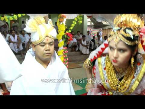 Video Manipuri Hindu bride wears 'Potloi' (Meitei wedding costume) download in MP3, 3GP, MP4, WEBM, AVI, FLV January 2017