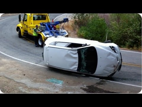 towtruck - After a car accident a tow truck came to the rescue, but only ended up making things much more difficult. Original Link: http://bit.ly/1aArDTZ SUBSCRIBE: htt...