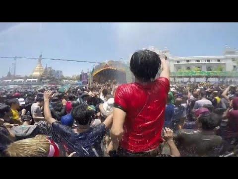 العرب اليوم - شاهد: مهرجان المياه في ميانمار