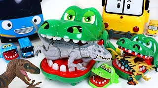 Video King crocodile is back! Defeat dinosaurs corps in Tayo and Robocar Poli village! - DuDuPopTOY MP3, 3GP, MP4, WEBM, AVI, FLV Maret 2018