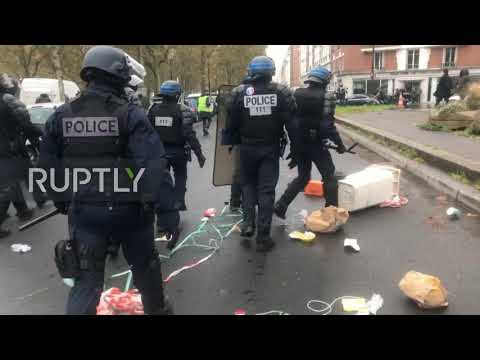 "Video - ""Κίτρινα Γιλέκα"" - Πεδίο μάχης το Παρίσι, εκατοντάδες συλλήψεις και πόλεμος με τους αστυνομικούς"
