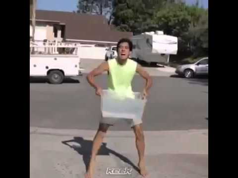 Guy disappers after Ice Bucket Challenge (EPIC)