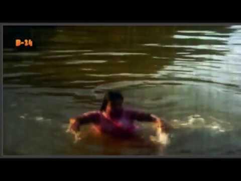 Mouri Hot!! দেখেন মৌয়ুরী কি ভাবে পুকুরে গোসল করে!!! (видео)
