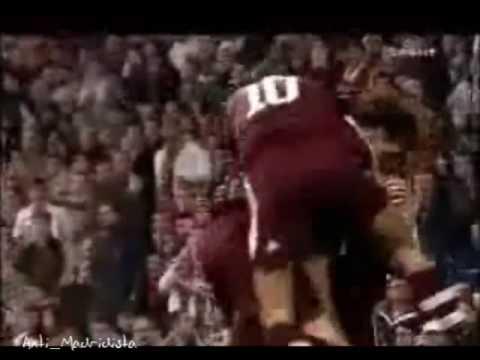 Golazo de Van Bommel en el Bernabéu